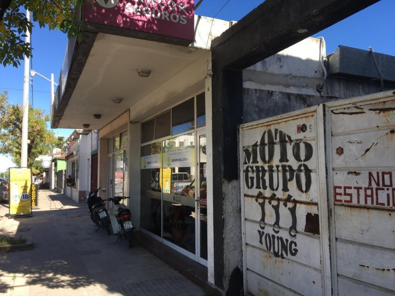 Montevideo 3383 c/L. Piedras.-