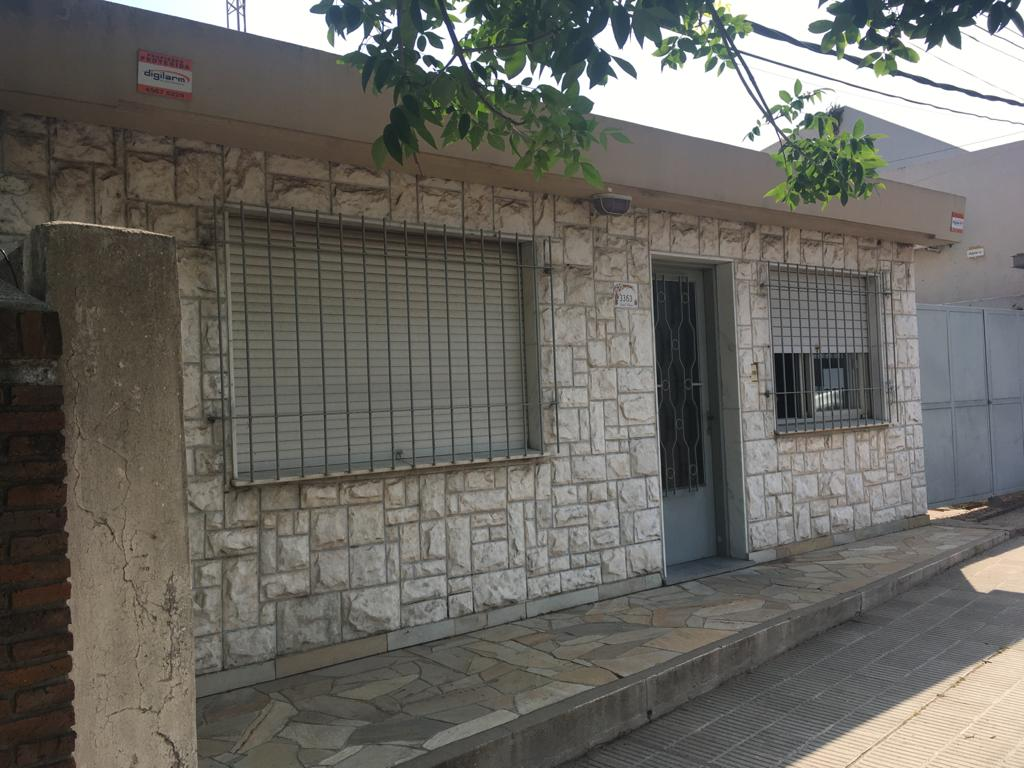 Artigas 3363 c/Rincón.-
