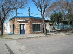 Esquina de Rivera y 19 de Abril.-Salón
